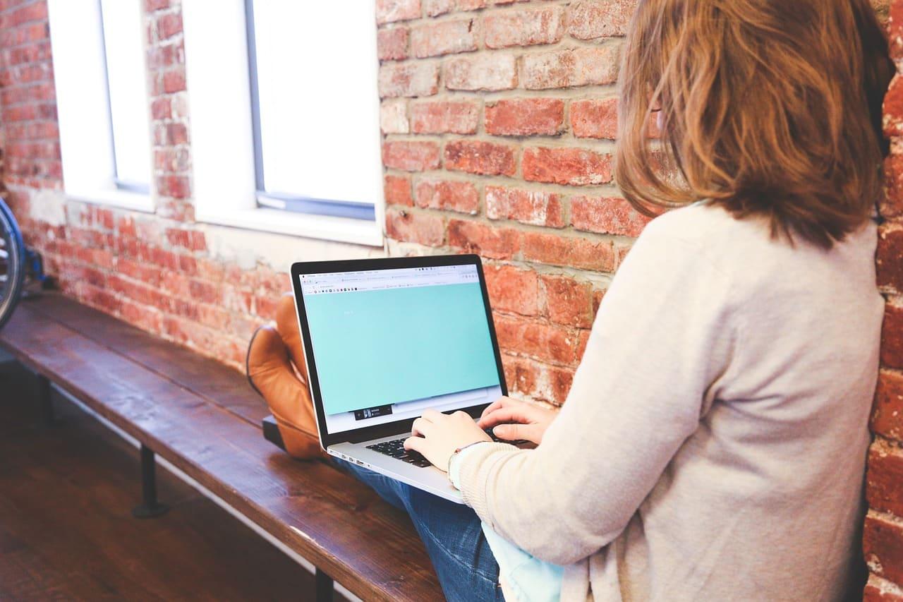 4 idées « astucieuses » que vous ne devez JAMAIS faire sur internet (choquantes et destructrices)